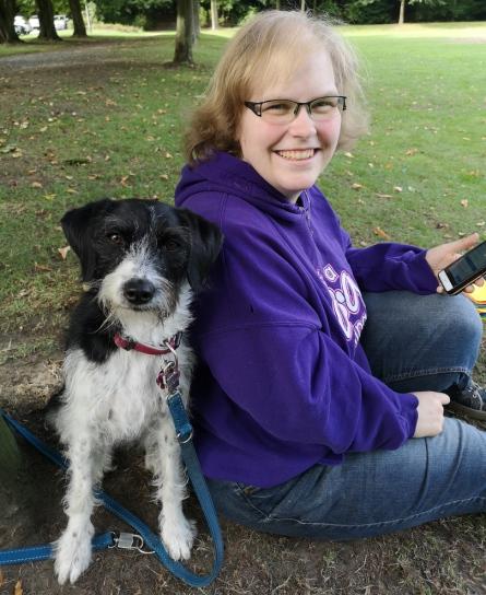 Professionelle Hundetrainerin, Hundeverhaltensberater und Hundepsychologe beim Unterrichten in der Hundeschule Traum-Hunde in Gladbeck